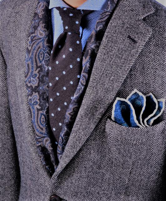 Wool Tie And Scarf Ausschnitt